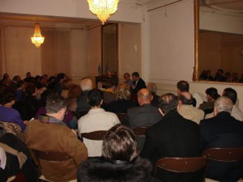 Un public très attentif aux paroles d' ex-ministre des affaires étrangères
